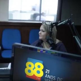 Angélica na Rádio 88 contando algumas novidades sobre a Vincol!